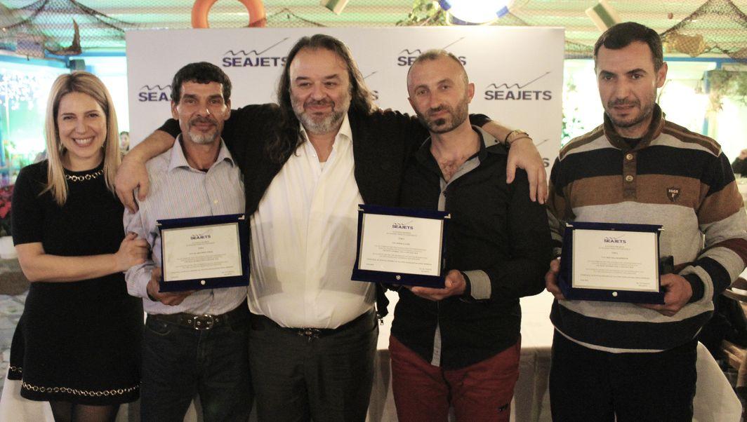 Ο κ. Μάριος Ηλιόπουλος  μαζί με τους βραβευμένους Αλιείς, Εϊμάτ Ελ Χαμίσι, Τζέκα Γκάνι και Μούσα Μαχμούντ.